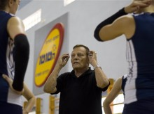Israeli volleyball coach uses Holocaust lessons