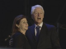 Israelis and Clinton pay tribute to Rabin at memorial rally