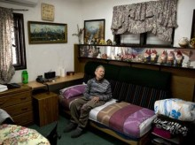 Israelis seek to comfort Holocaust's loneliest survivors